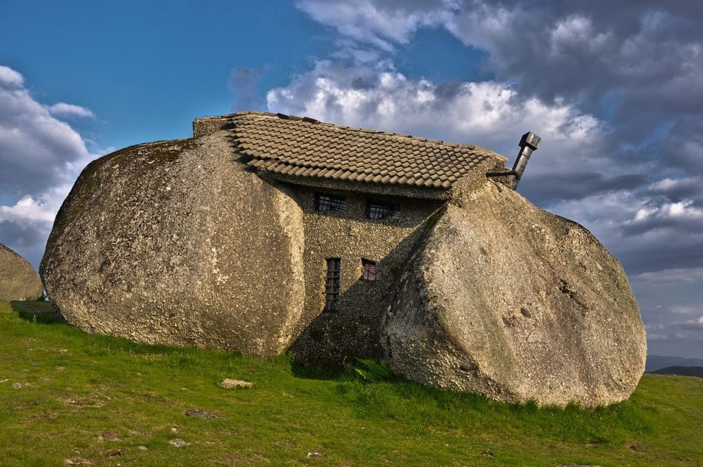 Casa de Penedo (Дом из камня)